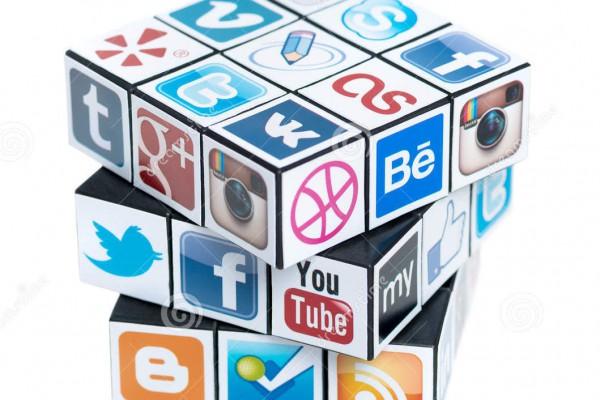 el-cubo-de-rubick-con-los-logotipos-sociales-de-los-media-29486369